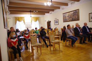 Uczestnicy uroczystości wręczenia nagród w ramach rozgrywek Ligi Powiatowej. Widok na widownię.